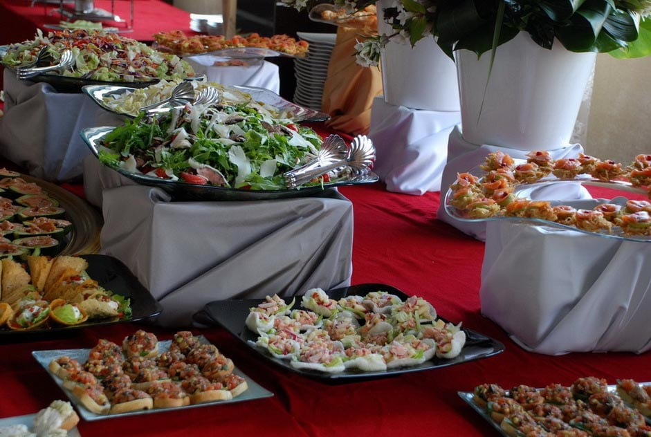 Aranjament masa de evenimente- Salt and Pepper Catering Bucuresti